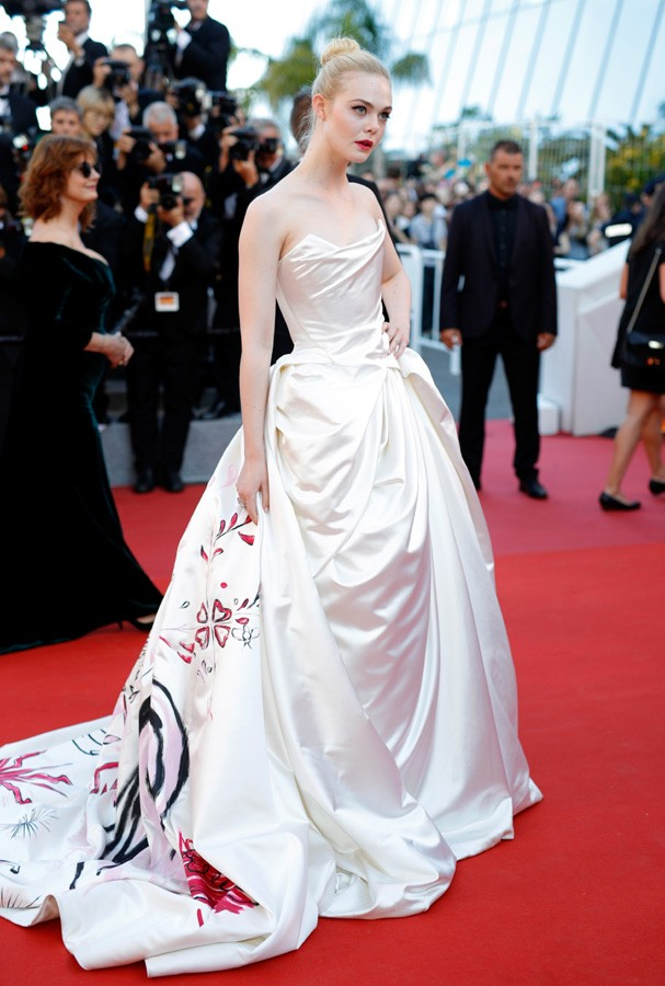 "CANNES, FRANCE - MAY 17:  Actress Elle Fanning attends the ""Ismael's Ghosts (Les Fantomes d'Ismael)"" screening and Opening Gala during the 70th annual Cannes Film Festival at Palais des Festivals on May 17, 2017 in Cannes, France.  (Photo by Andreas Rentz (Foto: Getty Images)"