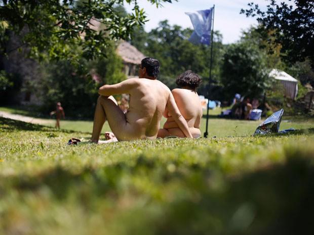 Casal no resort naturista perto de Bologna (Foto: Max Rossi /Reuters)