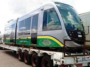 Composição do primeiro vagão chegou nesta quarta-feira (6) em Cuiabá (Foto: Luiz Gonzaga/ TVCA)