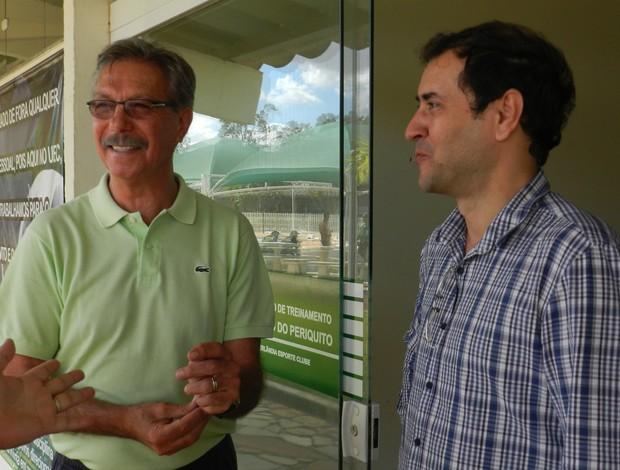 Hélio Rubens e Guto Braga, presidente do Uberlândia Esporte (Foto: Felipe Santos/GLOBOESPORTE.COM)
