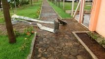 Chuva derruba árvores e interdita rua da Prefeitura  (Valdemir Aparecido de Lima Junior/Arquivo pessoal)