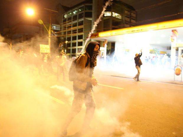 Protesto em Porto Alegre tem violência e confronto (Foto: Jefferson Botega/Ag. RBS/Folhapress)