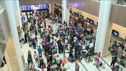 Chuva provoca cancelamento de 190 voos, no Aeroporto Santos Dumont.