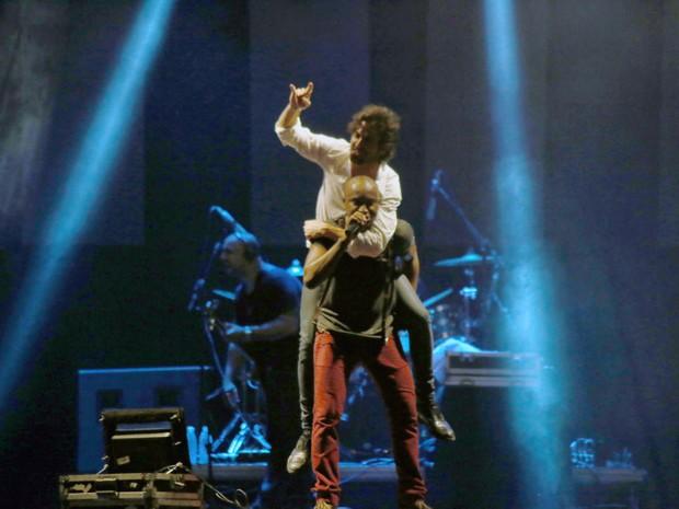 Thiaguinho com Fiuk em show em Jurerê Internacional, Florianópolis, Santa Catarina (Foto: Lucas Moço/ Divulgação)
