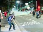 PM usa bombas em protesto contra o impeachment na Avenida Paulista