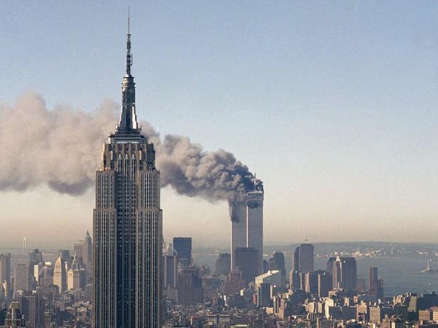 Estudo aponta que o ataque terrorista às Torres Gêmeas em setembro de 2001 teve a cobertura televisiva mais marcante dos últimos 50 anos. (Foto: Marty Lederhandler/AP (arquivo))