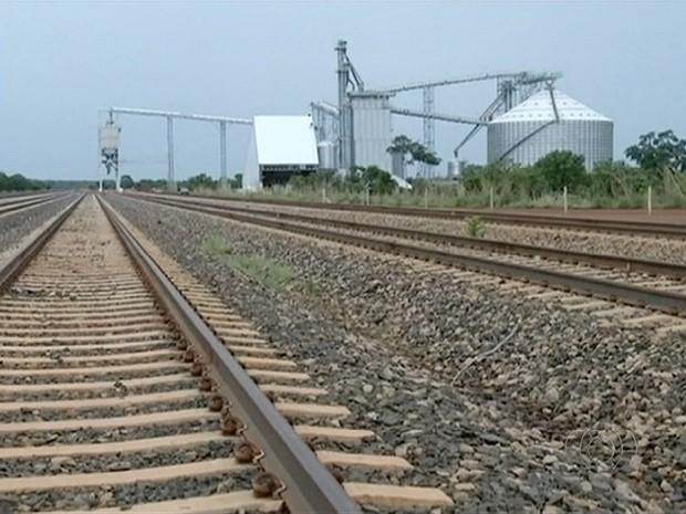 Mesmo após inauguração, trecho da ferrovia Norte-Sul segue sem ser utilizado (Foto: Reprodução/TV Anhanguera)