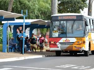 Motoristas e cobradores vão parar neste sábado a partir das 4h30 (Foto: Rodrigo Zanette/G1)
