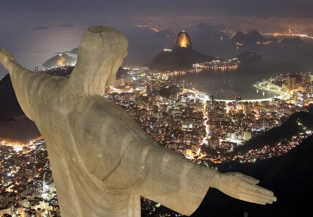 Cristo Redentor é visto à noite (Foto: Reprodução/Facebook)