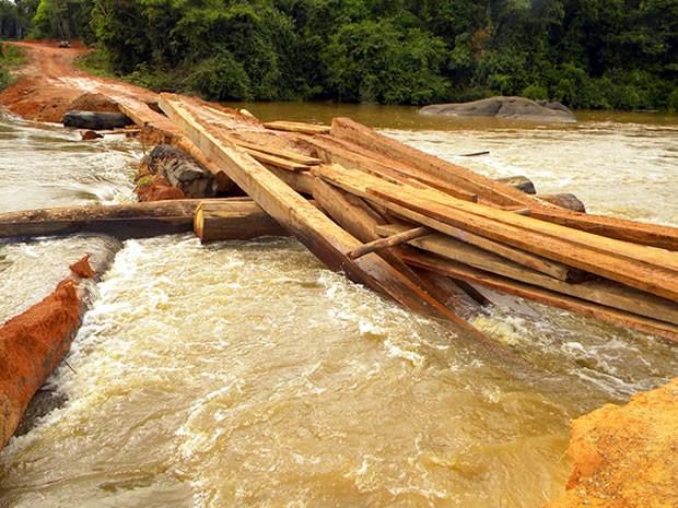 Secretário municipal informou que ponte deverá ficar pronta a partir desta quinta (Foto: Cleverson Veronese/Top News)