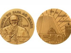 Moedas em homenagem ao Papa Francisco custaram R$ 16,5 mil (Foto: Divulgação/ Casa da Moeda)