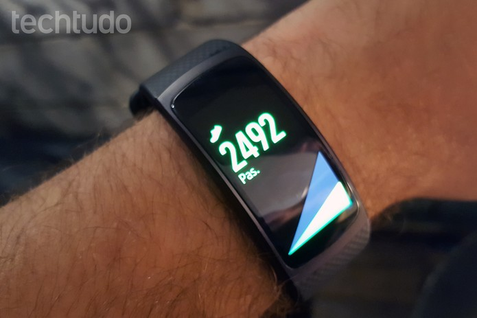 Samsung Gear Fit 2 tem tela de 1,5 polegada (Foto: Thássius Veloso/TechTudo)