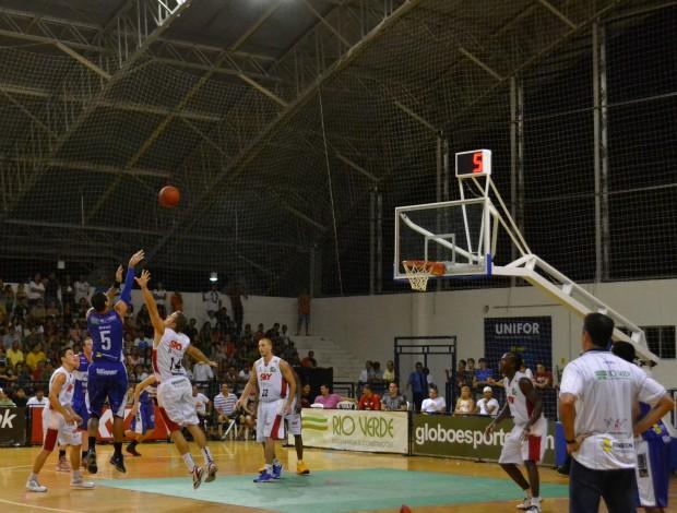 Diego, do Limeira, fez 15 pontos, no jogo (Foto: Juscelino Filho/Globoesporte.com)