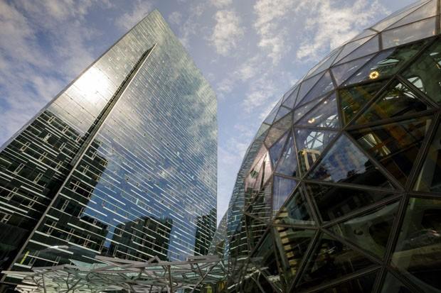 Na sede da Amazon, cúpulas guardam jardins para funcionários descansarem (Foto: Divulgação)