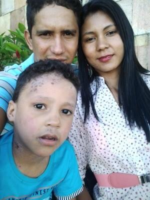 Phetterson Ferreira com os pais (Foto: Arquivo Pessoal)