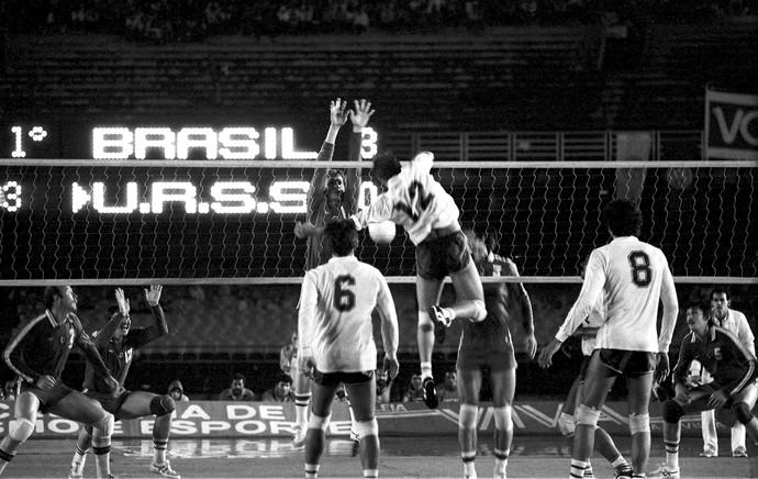 jogo vôlei Brasil x União Soviética 1983 Maracanã arquivo (Foto: Arquivo / Agência Estado)