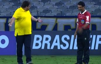 """Expulso, Guto Ferreira ironiza decisão do árbitro: """"Vou ficar de espantalho lá"""""""