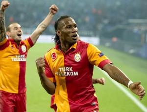 Drogba Sneijder Galatasaray (Foto: AFP)