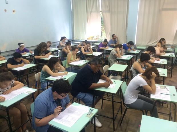 Candidatos participam de segundo dia de provas da UFRGS  (Foto: Igor Grossmann/G1)