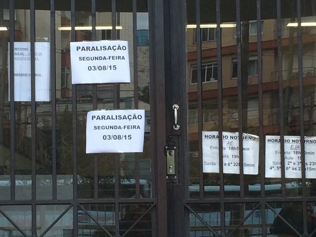 Instituto de Educação paralisa atividades nesta segunda-feira (3) em Porto Alegre (Foto: Patrícia Cavalheiro/RBS TV)
