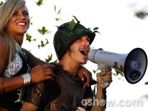 O sobrinho se diverte com a cena  (Foto: Fábio Rocha/TV Globo)