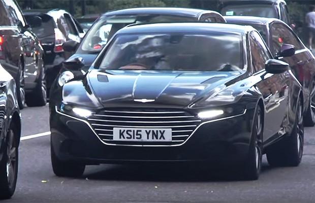 Aston Martin Lagonda flagrado nas ruas (Foto: Reprodução)