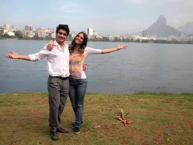 Guilherme Leican e Juliana Paiva gravam na Lagoa Rodrigo de Freitas (Foto: Malhação/TV Globo)