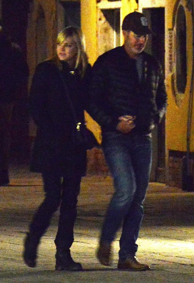 Anna Faris e o namorado, Michael Barrett (Foto: BackGrid)