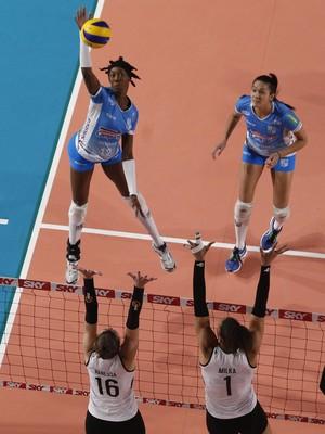 Hooker foi destaque da vitória do Minas sobre o Pinheiros (Foto: Divulgação/MTC)