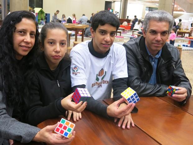 Família toda compete em Campeonato Brasileiro de Cubo Mágico (Foto: Mariane Rossi/G1)