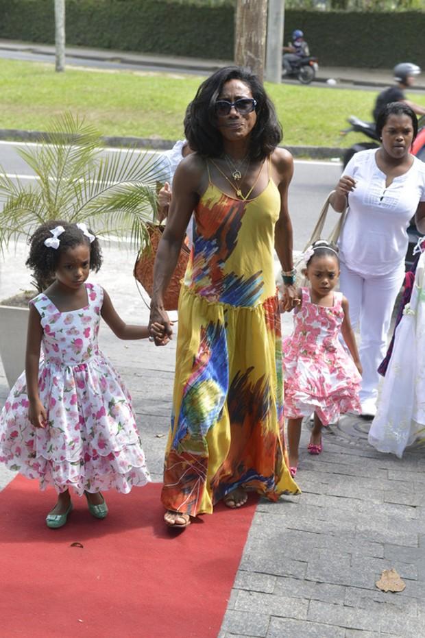 Gloria Maria e as filhas (Foto: André Muzell/AgNews)