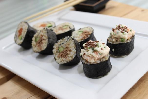 Sushi funcional de arroz integral: aprenda a fazer em seis passos