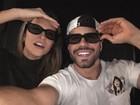 Juliana Paiva e Juliano Laham vão ao cinema e fazem graça em foto