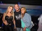 Alexandre Frota comemora aniversário com Denise Rocha e Rita Cadillac