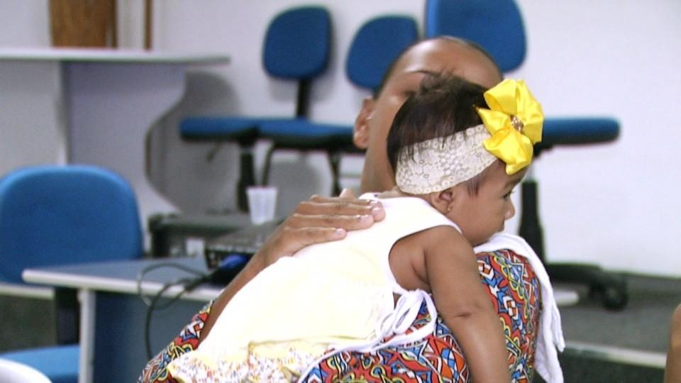 Aprenda técnicas para salvar bebês em casos de engasgo (Foto: Bom Dia Amazônia)
