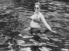 Ana Hickmann exibe barriga de grávida em banho de piscina
