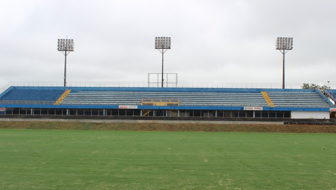 Estádio Jonas Duarte, em Anápolis (Foto: Fernando Vasconcelos / GloboEsporte.com)