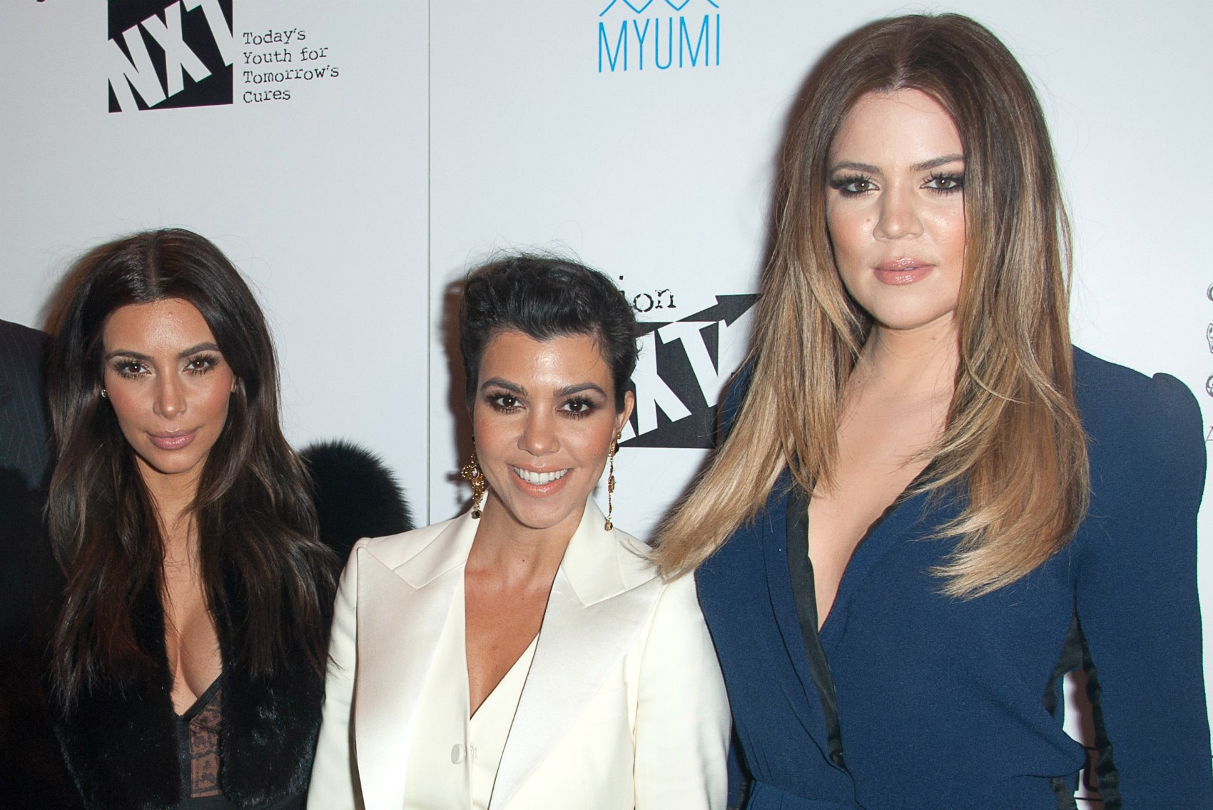"O ""trio parada dura"" do momento: Kim (à esq.), Kourtney (centro) e Khloé Kardashian. As estrelas do reality 'Keeping Up With The Kardashians' têm, respectivamente, 33, 35 e 30 anos de idade. (Foto: Getty Images)"