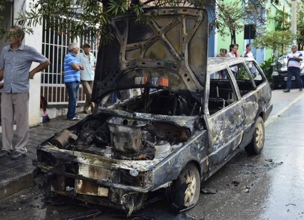 NS Carro Incêndio Nova Serrana (Foto: Jornal Serranense)