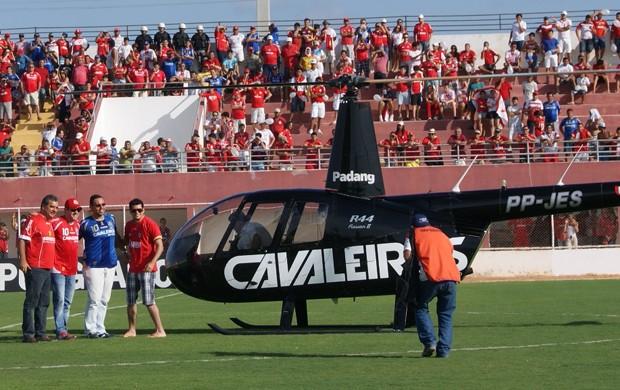 Torcedores do América-RN foram de helicóptero para clássico em Goianinha (Foto: Augusto Gomes)