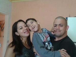 Gabriel mora com os pais e uma irmã em Piraquara  (Foto: Adriana Justi / G1)