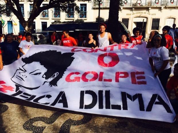 Manifestantes se reúnem na Praça Deodoro, em São Luís (Foto: Regina Souza/TV Mirante)