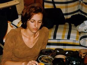 [Ação - Rede ASTA] Alice Freitas, diretora executiva da rede Asta, faz bazar aos 23 anos para mudar de vida (Foto: divulgação)