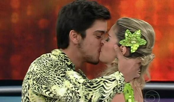 Rodrigo Simas e Raquel Guarini (Foto: Domingão do Faustão / TV Globo)