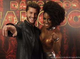 Klebber Toledo e Ivi Pizzott (Foto: Domingão do Faustão / TV Globo)
