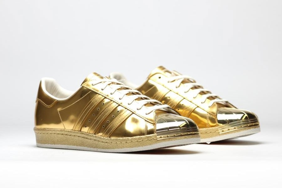 86a4f906c2e Adidas Originals lança versão dourada do tênis Superstars 80s (Foto  ...