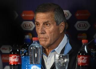 Oscar Tabárez coletiva Uruguai (Foto: AFP)