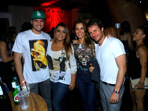 Rodrigo Godoy, Preta Gil, Carolina Dieckmann e Tiago Worcman em festa na Zona Sul do Rio (Foto: Marcello Sá Barretto/ Ag. News)