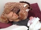 Fernando Scherer dorme com a filha no colo: 'Nocaute'