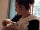 'Achei que meu bebê iria morrer e depois ressuscitar': Mães relatam o sofrimento com psicose pós-parto